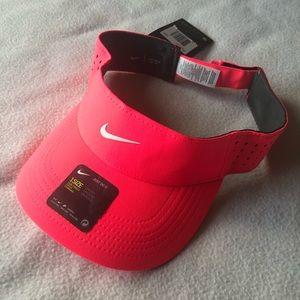 b93dc460e Nike Aerobill Hot Pink Adjustable Visor NWT